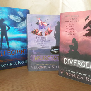 Divergent Series, by Veronica Roth