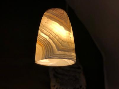 Maison Zoe: luminária de pedra. pedestais, pias batismais e móveis ritualísticos na Maison & Objet