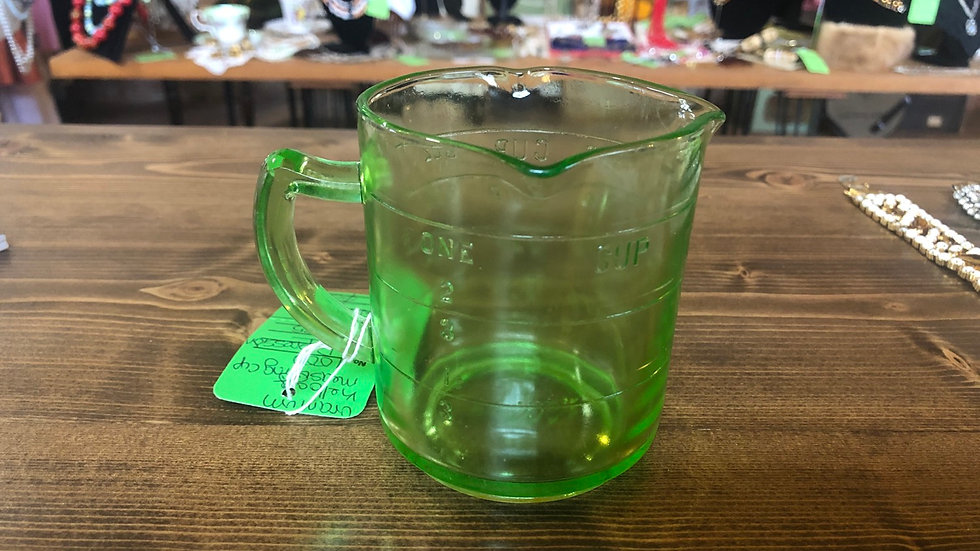 1930s uranium Kellogg's measuring cup