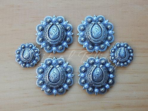Antique Silver Round Berry Horseshoe Saddle Set - White Pearls