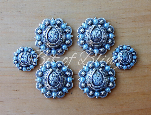 Antique Silver Round Berry Horseshoe Saddle Concho Set - Mint Pearls