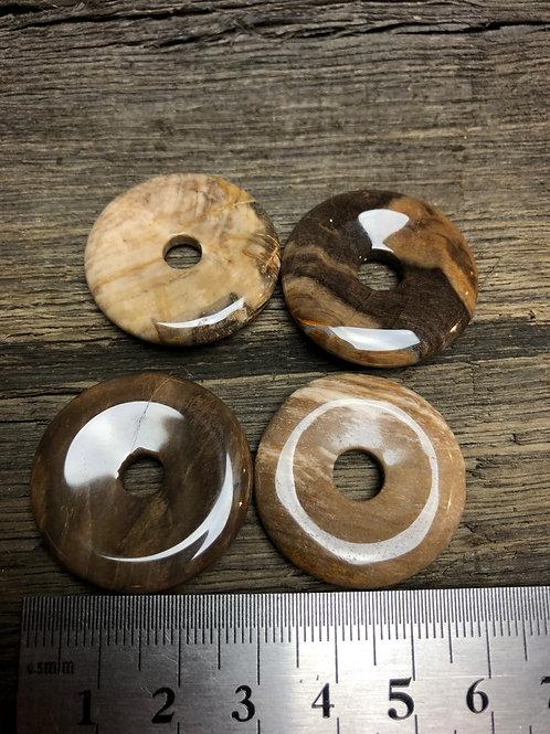 Træ forstenet donut 3 cm. ca. 10 gr.