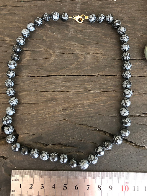 Obsidian snowflake ca. 45 cm. 8 mm. perler