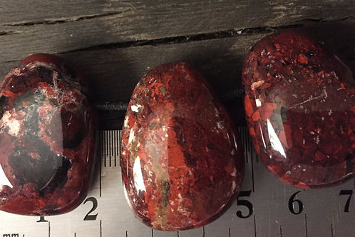 Jaspis Breccie m. 3 mm hul ca. 13 gr.