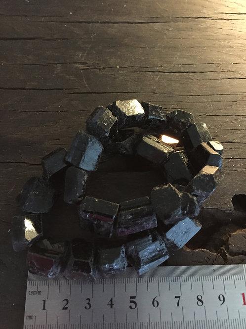 Turmalin rå armbånd ca. 85 gr. velegnet til meditation