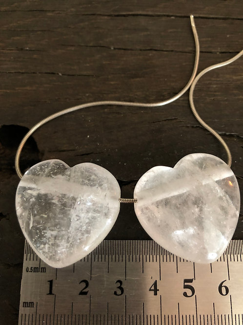 Bjergkrystal hjerte m. 3 mm. hul ca. 18 gr.