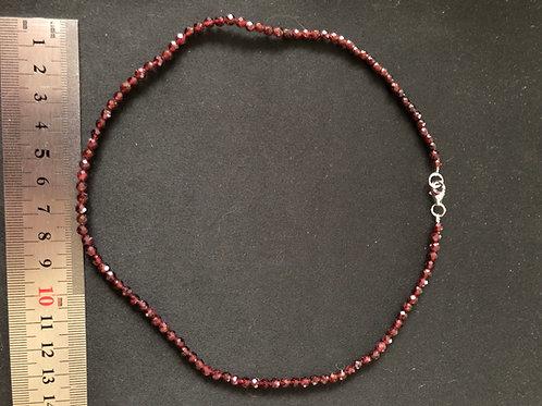 Granat halskæde facetterede perler ca. 45 cm.