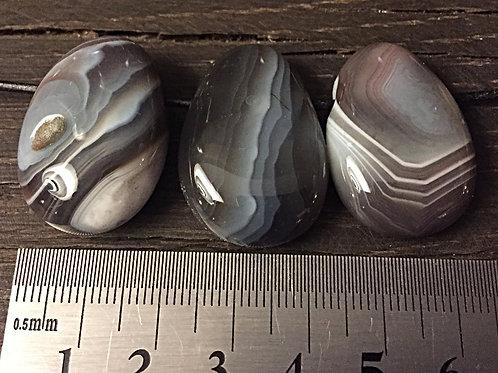 Agat Botswana m. 3 mm. hul ca. 11 - 13 gr.