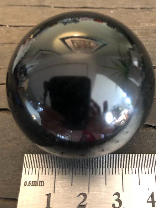 Onyx sort 4 cm. kugle ca. 80 gr.