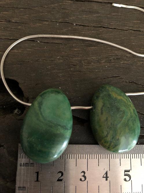 Prasem halssten m. 3 mm. hul ca. 12 gr.