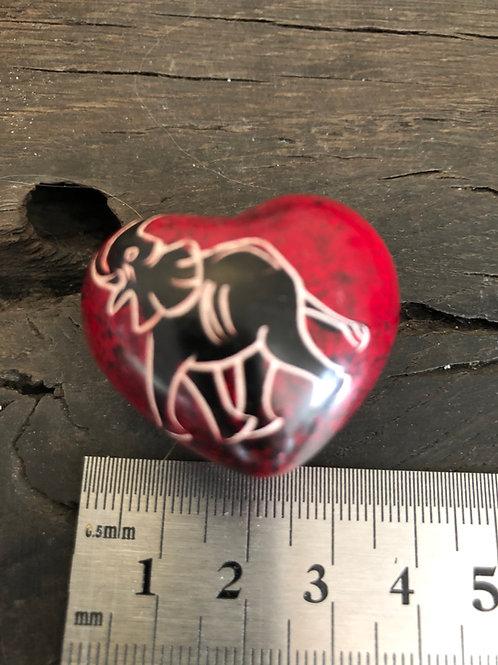 Fedtsten hjerte m. elefant håndmalet og skåret ca. 30 gr.