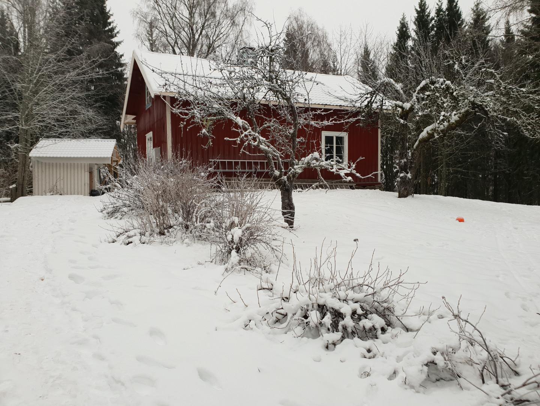 Huis Zweden in de sneeuw