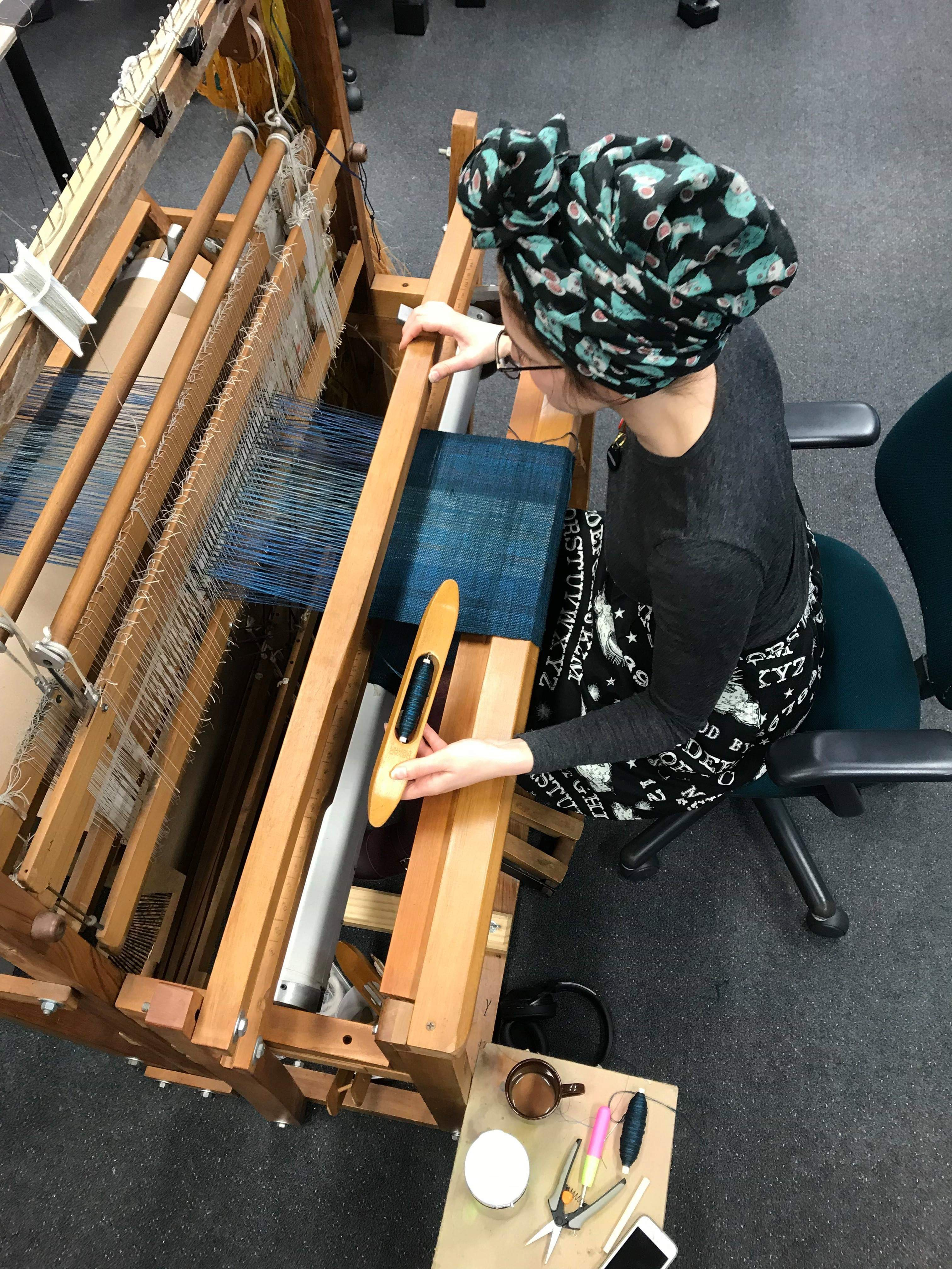 Weaving at the loom