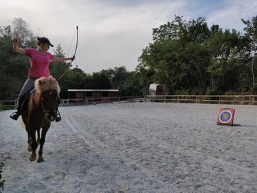Tir à l'arc à cheval archerie équestre Haute Savoie cheval randonnée