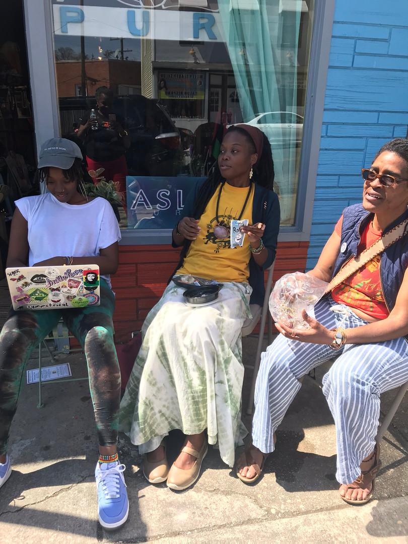 Mamas on 34th Street Porch