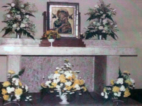 Side altar with the picture of Our Lady of Perpetual Succour