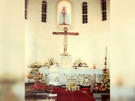 Main altar in the late 70s. Notice the cross is below the statue of Our Lady