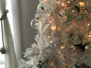 Turn your dollar store finds into designer dreams: Get the Christmas tree of your dreams without bre