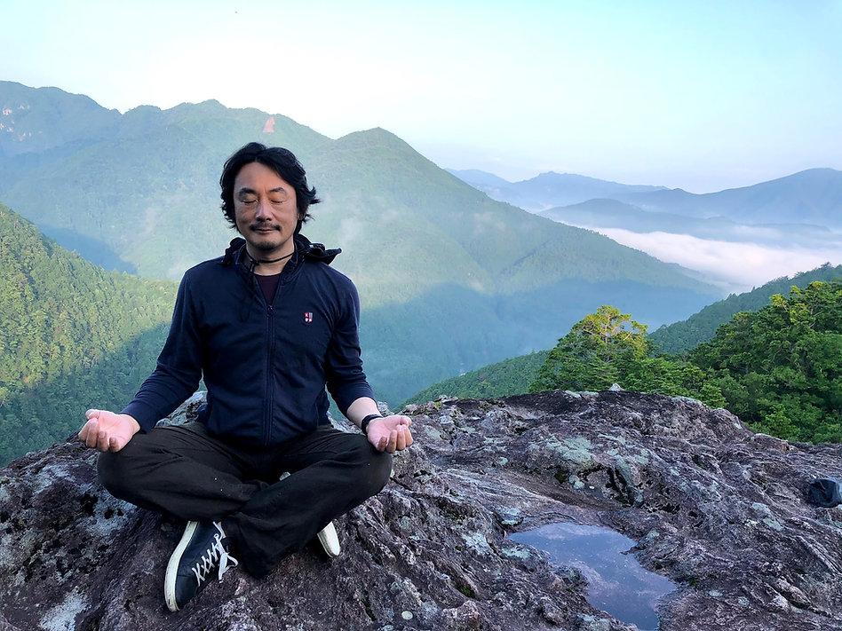 大丹倉で瞑想.jpg