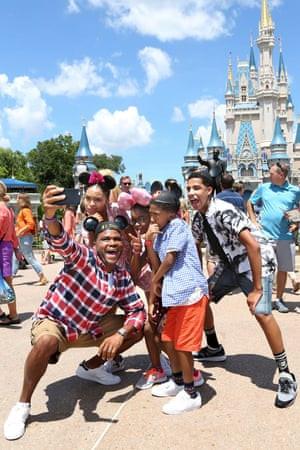 Black-ish: Dre takes his family to Disney World.