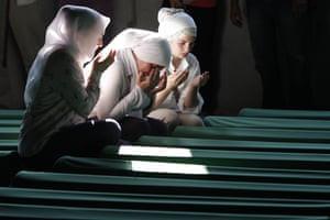 Bosnian Muslim women pray Srebrenica victim