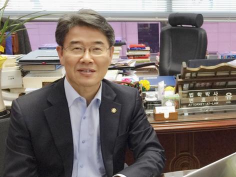 법률서비스 시장의  글로벌 리더와 만나다  - 법무법인 청주로(CHEONGJU - LAW) 유재풍 대표변호사 -