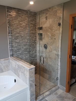 HEAVY FRAMELESS CORNER SHOWER WITH BUTTR