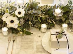 いつかやろうと思って、やっと出来た☺️_ホワイト×グリーン×ブラック__アネモネとリボンの黒を合わせて_ナチュラルに大人っぽく__#wedding #ig_wedding #happywedding