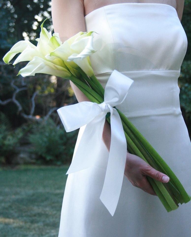 細見のドレスにあわせるとより大人っぽく見えやすいですよね。#オリエンタルホテル旧居留地 #レッシグデザインビュロ #ロケーション撮影神戸 #前撮り神戸 #フォトウェディング関西 #ウェディングブーケ