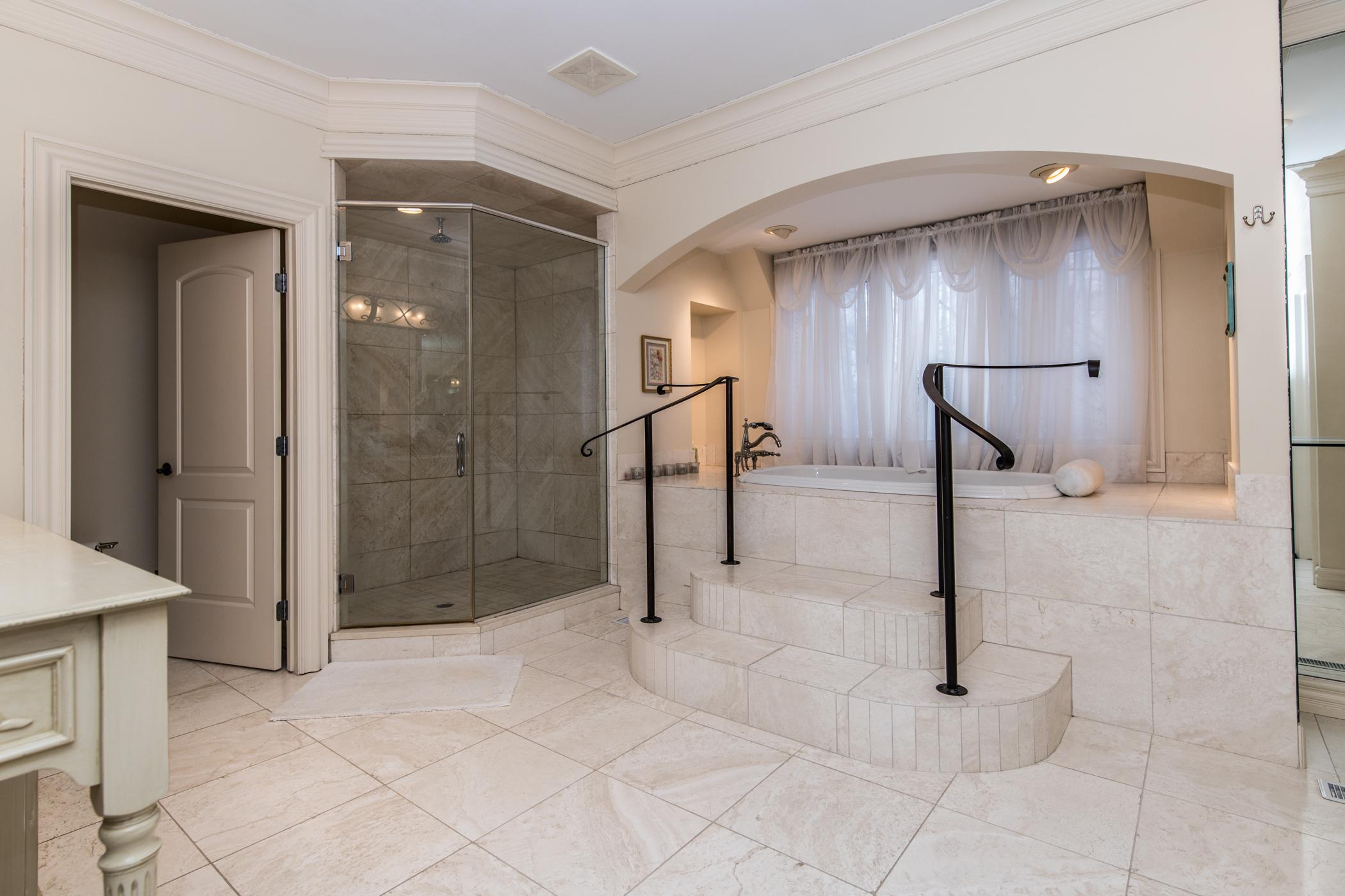 Spa-like glamor master bath