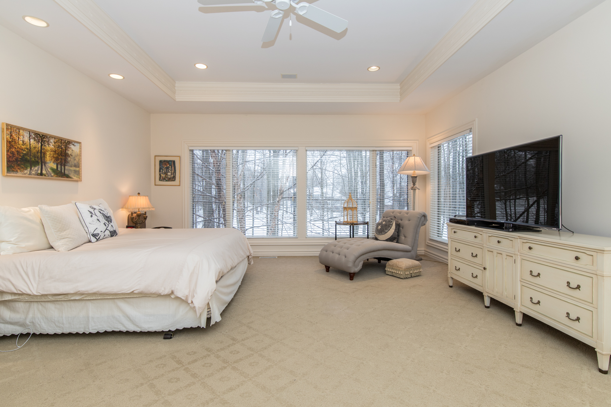 Master suite with tray ceiling