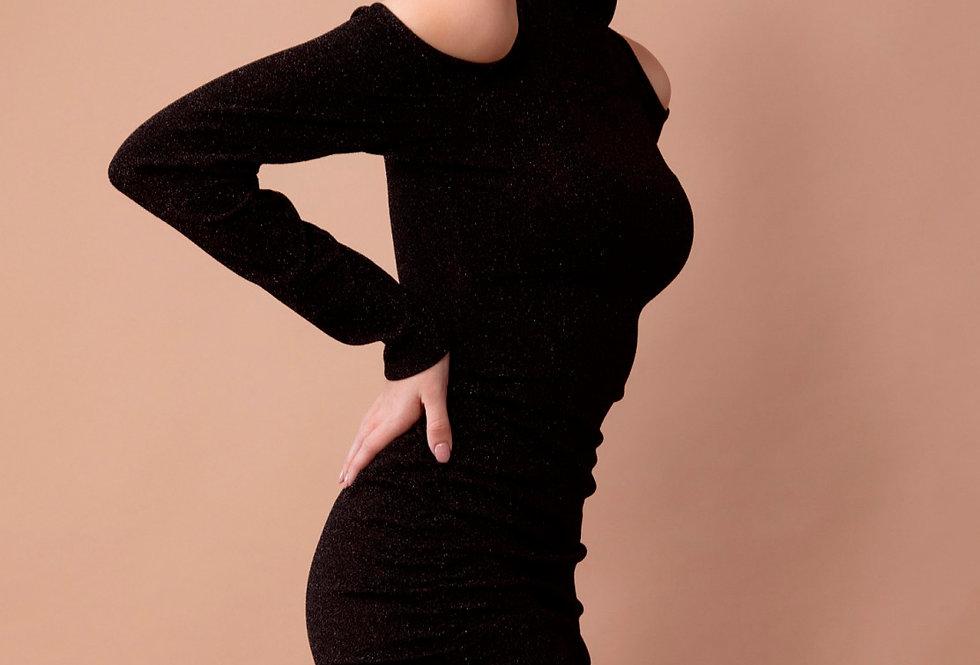 Vestido 4546 de falda fruncida lateral con cuello alto y hombros descubierto