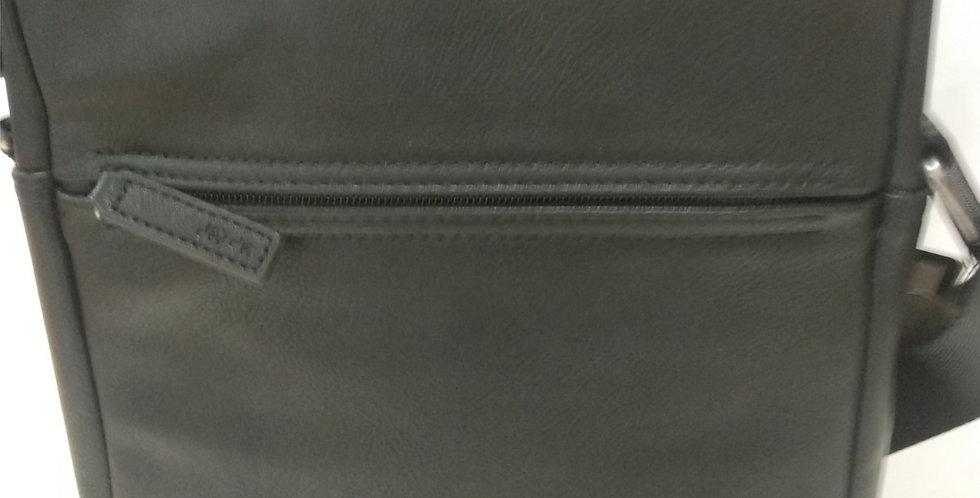 Bolso Levi's 226909 de polipiel. Bandolera de largura adaptable.
