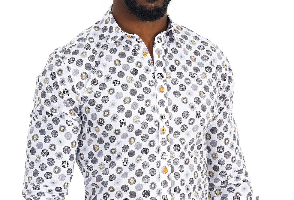 Camisa con estampado gris y detalles amarillos