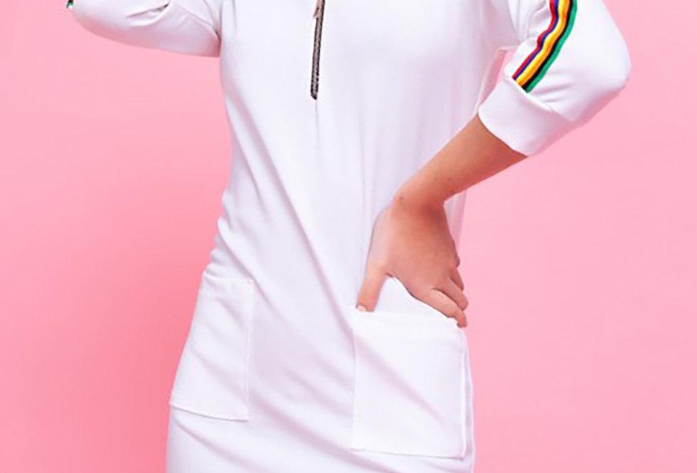 Vestido con detalles en manga y escote