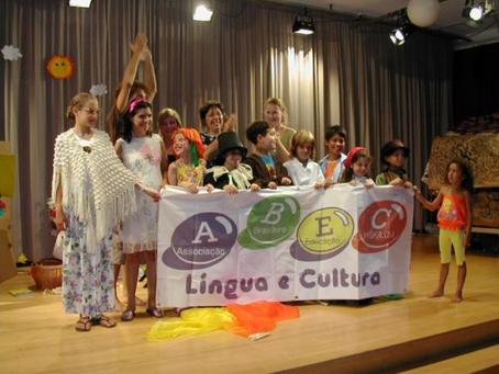 """O """"teatro"""" como valioso recurso nas aulas de Língua e Cultura de Herança"""