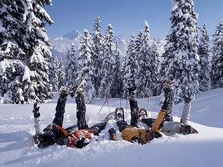 Schneeschuh_liegen im Schnee Kopie.jpg