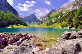AdobeStock_bergsee_hintergrund_1.jpg