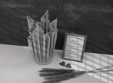 Spezielle Vase aus Beton in Silber, Dekorationen by Laura's Kreativwelt