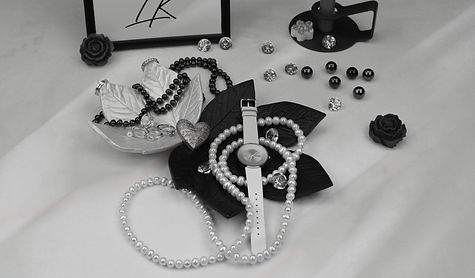 Dekorationen by Lauras Kreativwelt, Blattschalen aus Keramik in Schwarz und Perlweiss