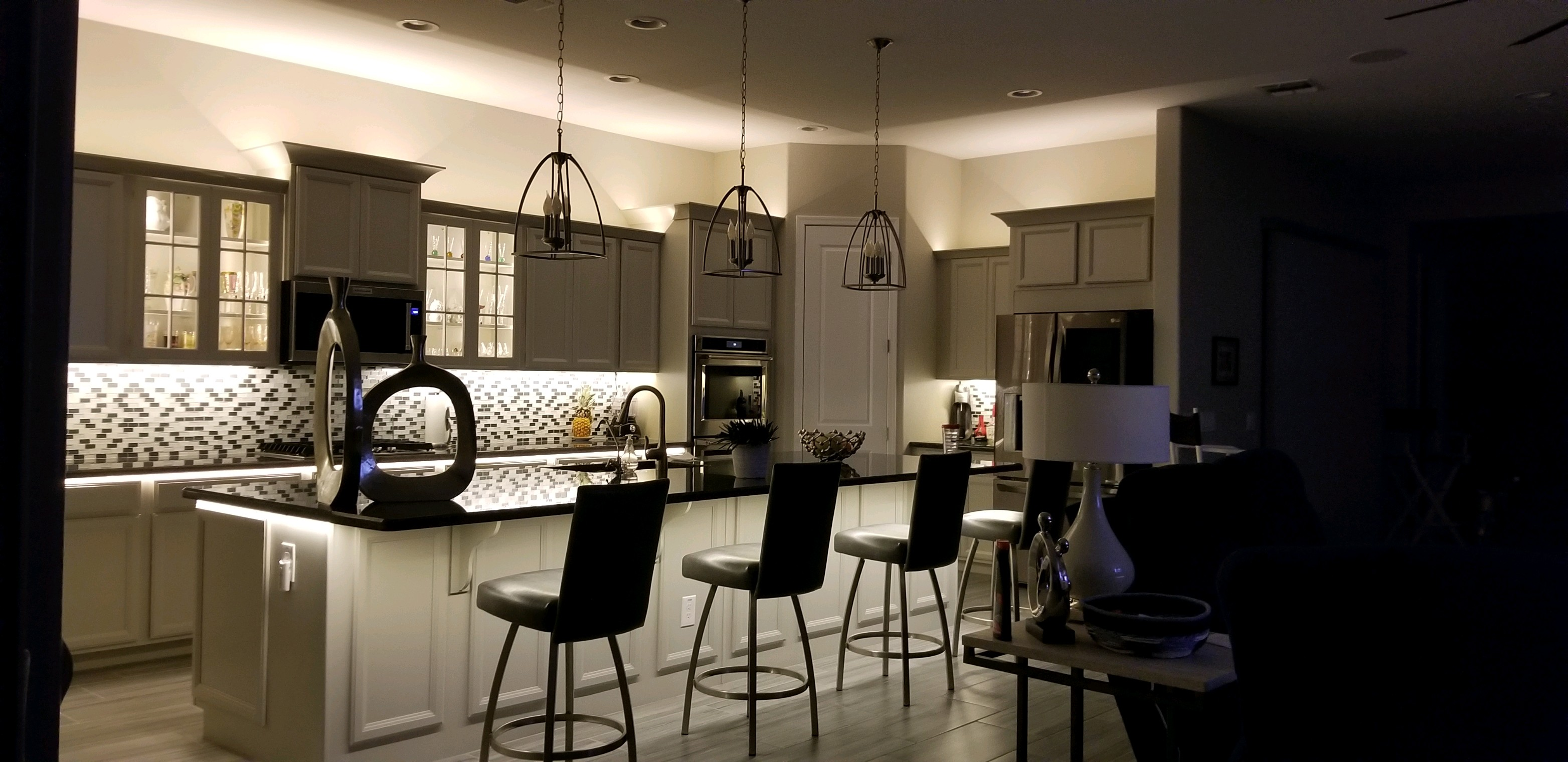 Dramatic-Kitchen-Lighting
