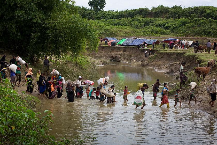rohingay fleeing 4.jpg