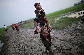 Rohingay fleeing.jpg