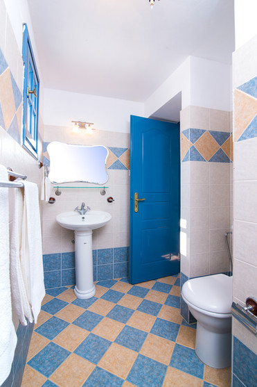 Bathroom #4 ensuite for Studio