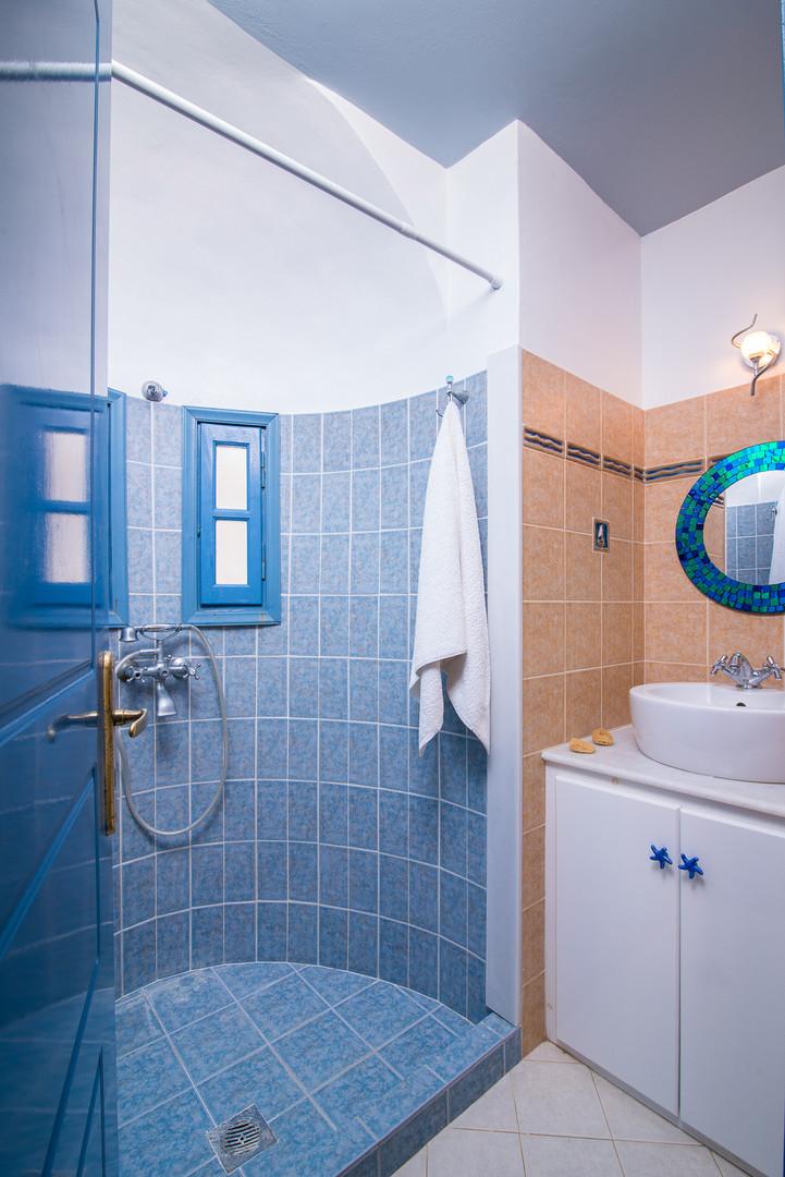 Bathroom serving bedrooms 2 & 3