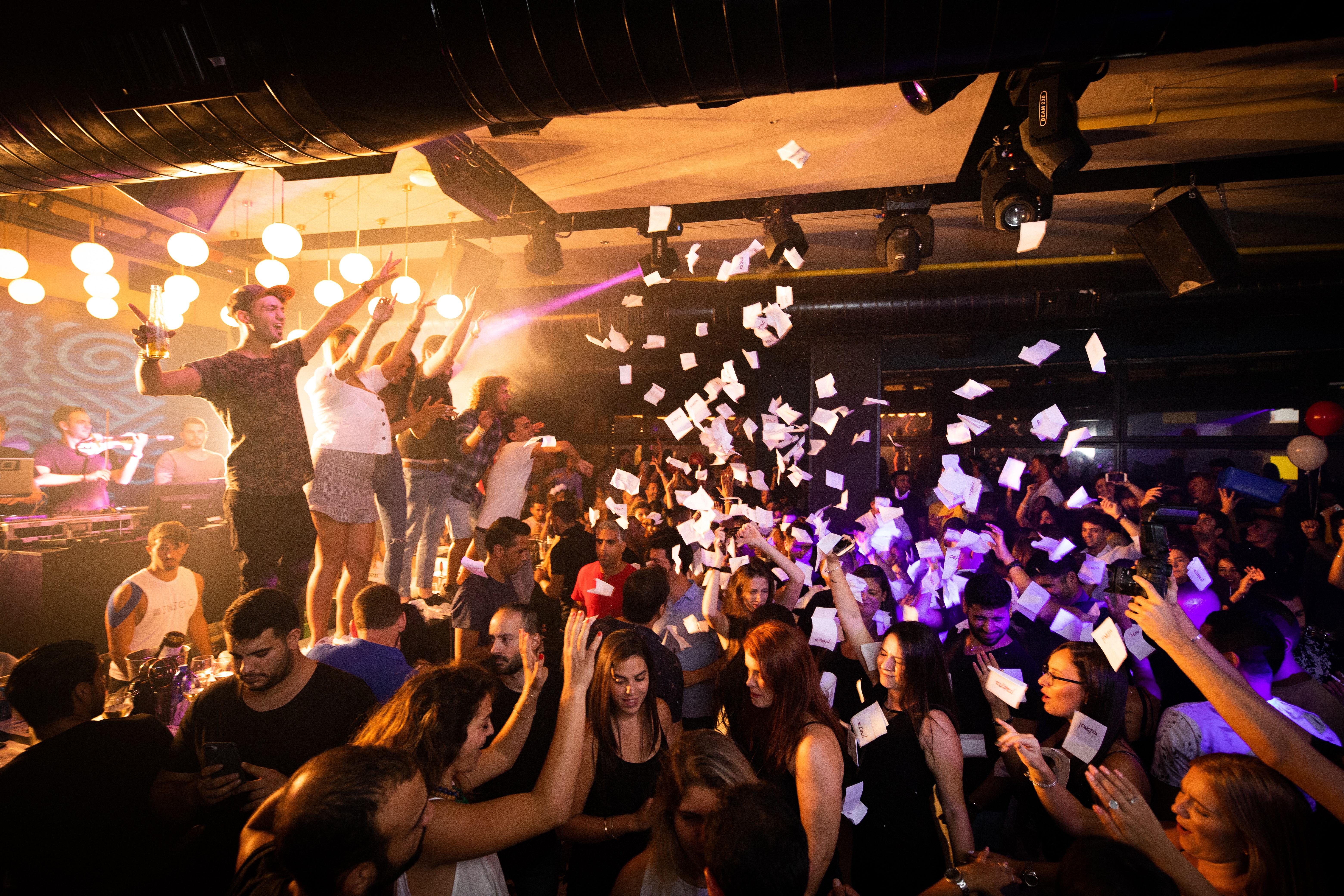 audience-band-celebration-1449795