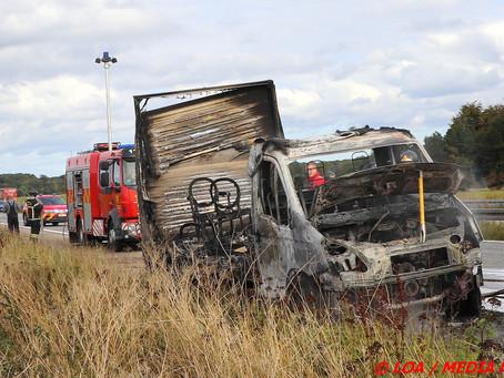 Varebil udbrændte på Sydmotorvejen ved Nørre Alslev