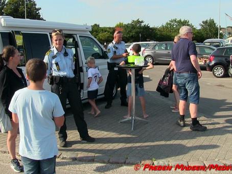Den rullende politistation i sommerlandet.
