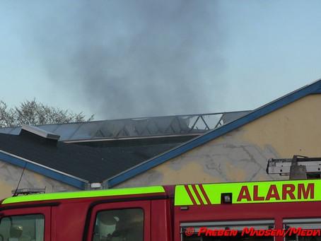 Næstved: Brand i tom industribygning.