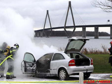 Bil i brand på rasteplads Farø